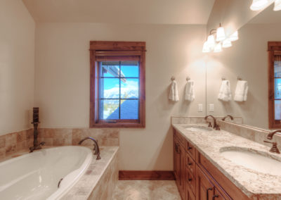 Hackamore 10 1st upstairs bedroom bathroom1