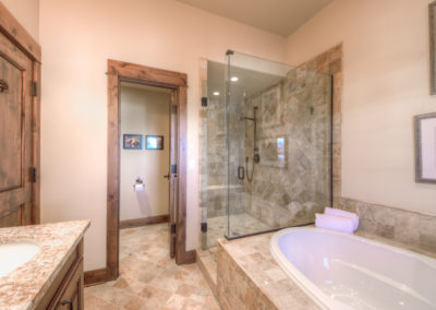 Hackamore 10 1st upstairs bedroom bathroom2