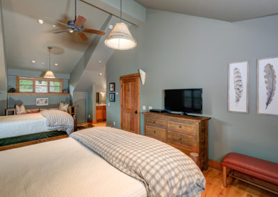 10 Halfhitch 1st upstairs bedroom3
