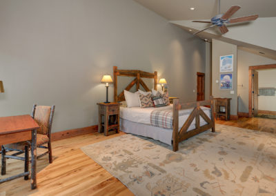 10 Halfhitch 2nd upstairs bedroom2