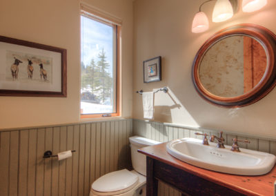 12 Hackamore guest bathroom1