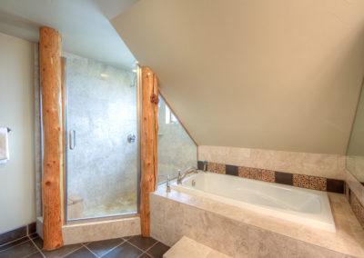 12 Hackamore master bath2