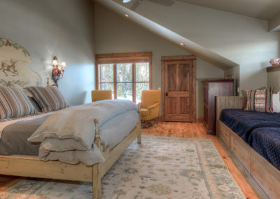 Halfhitch 10 2nd upstairs bedroom2