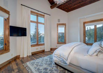 Hackamore 6 1st master bedroom3
